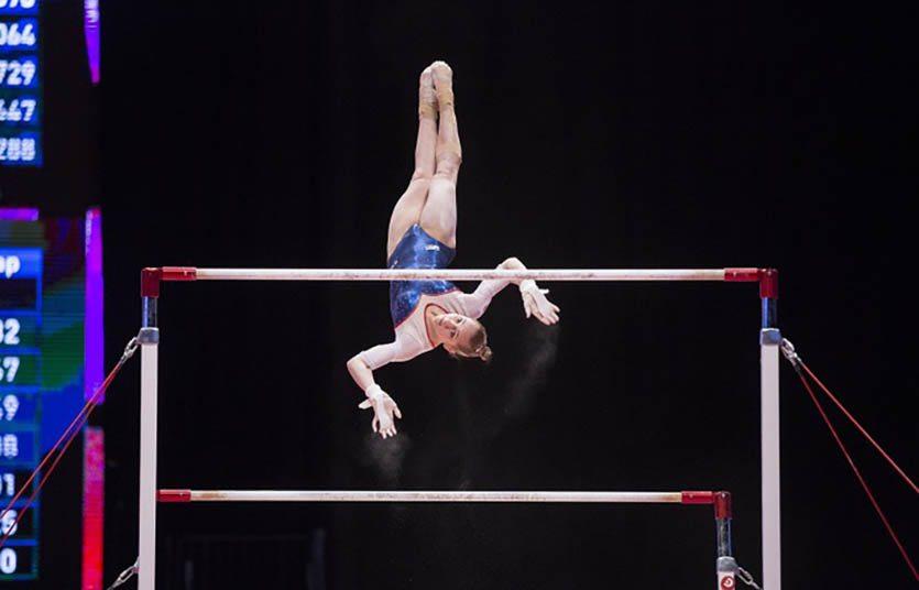 Упражнения на брусьях по спортивной гимнастике. Дарья Спиридонова.
